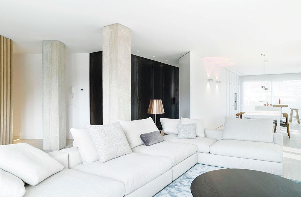 Diseño de apartamento en blanco